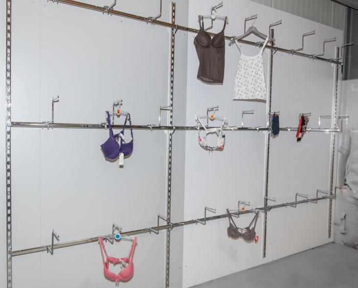3-7m-Rueckwandsystem-Ladeneinrichtung-Dessous-Rueckwand-Ladeneinrichtung-Regal