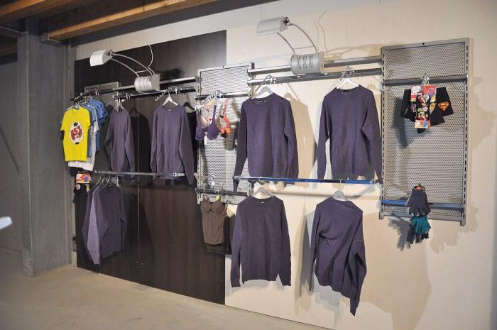 4-35m-Rueckwand-Regal-Traegerstange-Ladeneinrichtung-Kleiderstaender-Wandsystem-TOP